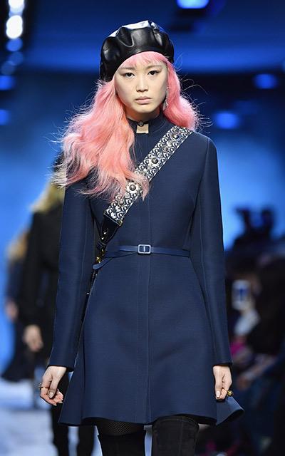 Dior convierte al azul marino en el nuevo negro - Revista