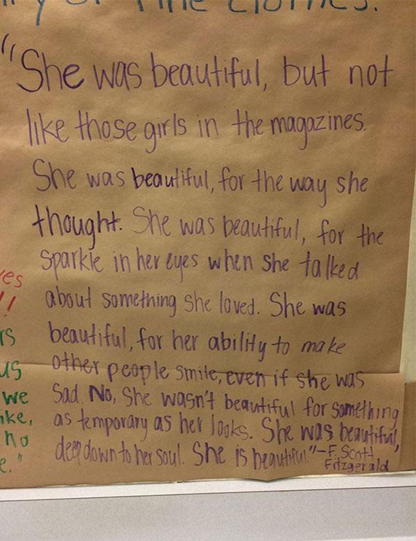 Estudiantes Cubren Espejos En Baños De Mujeres Con Frases