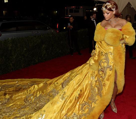Anne Hathaway Jason Sudeikis Ellen: FOTOS: La Extravagante GALA MET Y Su Alfombra Roja