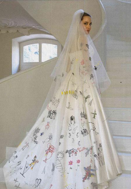 Sonar con mujer vestida de novia corriendo