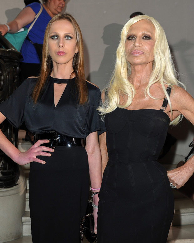 Allegra y Donatella Versace. (Foto: Getty Images)