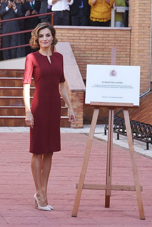 La Reina Letizia Revive El Clásico Vestido De Color Vino