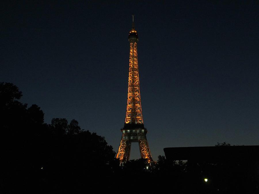 La Torre Eiffel Apagó Sus Luces National Geographic En Español