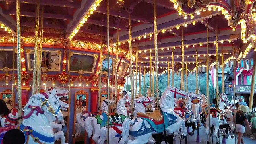 King Arthur Carrousel Carrusel del Rey Arturo Disneyland