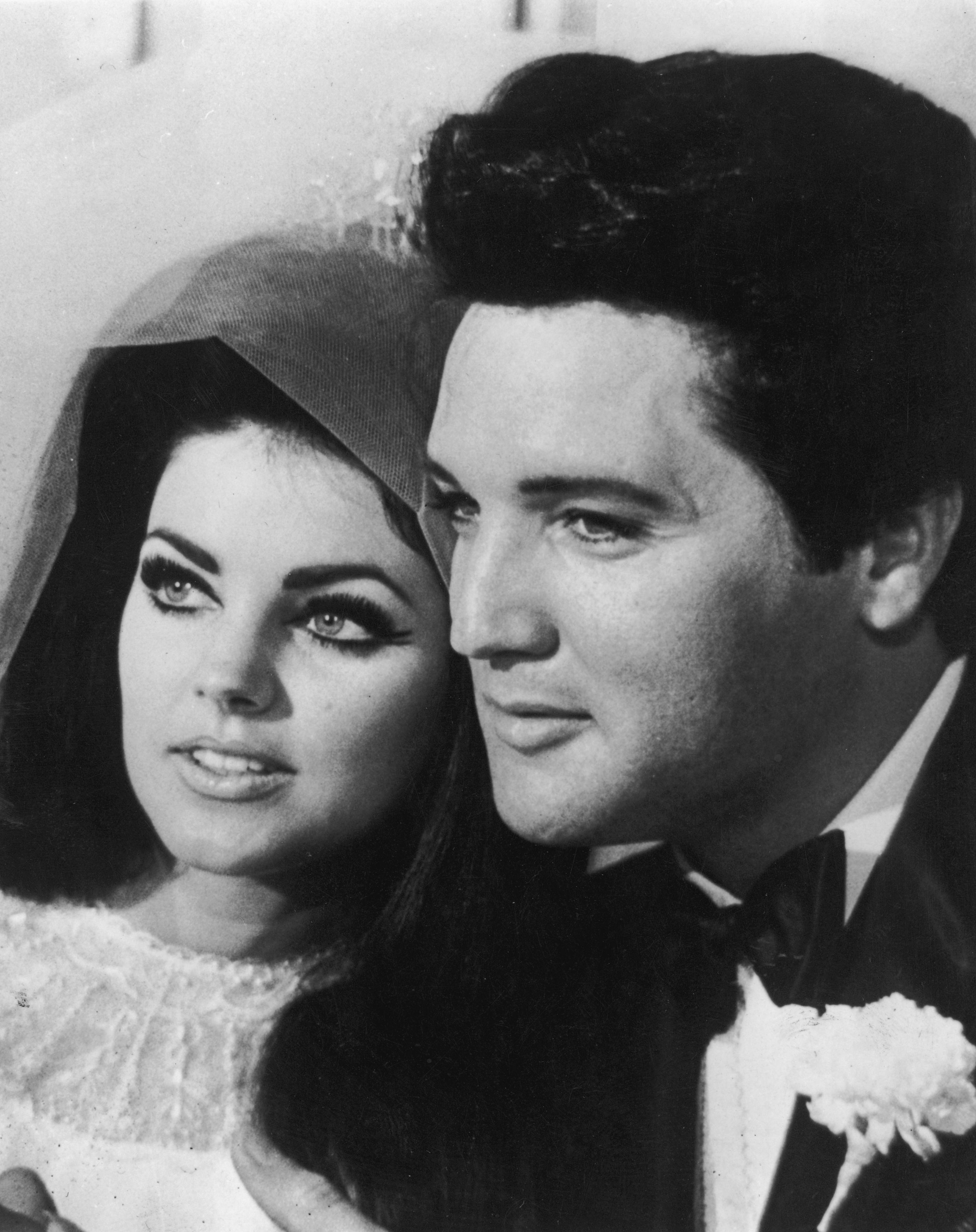 Priscilla y Elvis Presley el día de su boda. ¡Dos guapuras! (Foto: Getty Images)