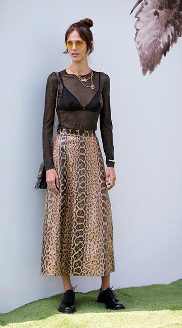 17f9dc9760 La falda ideal para la temporada de frío - Vanidades