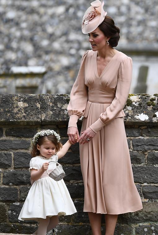 los detalles del outfit de kate middleton en la boda de su hermana